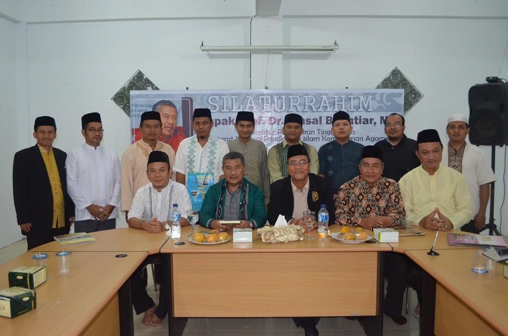 Prof. Amsal Bakhtiar bersama Direktur Pesantren Ar-Raudlatul Hasanah dan para pembantunya