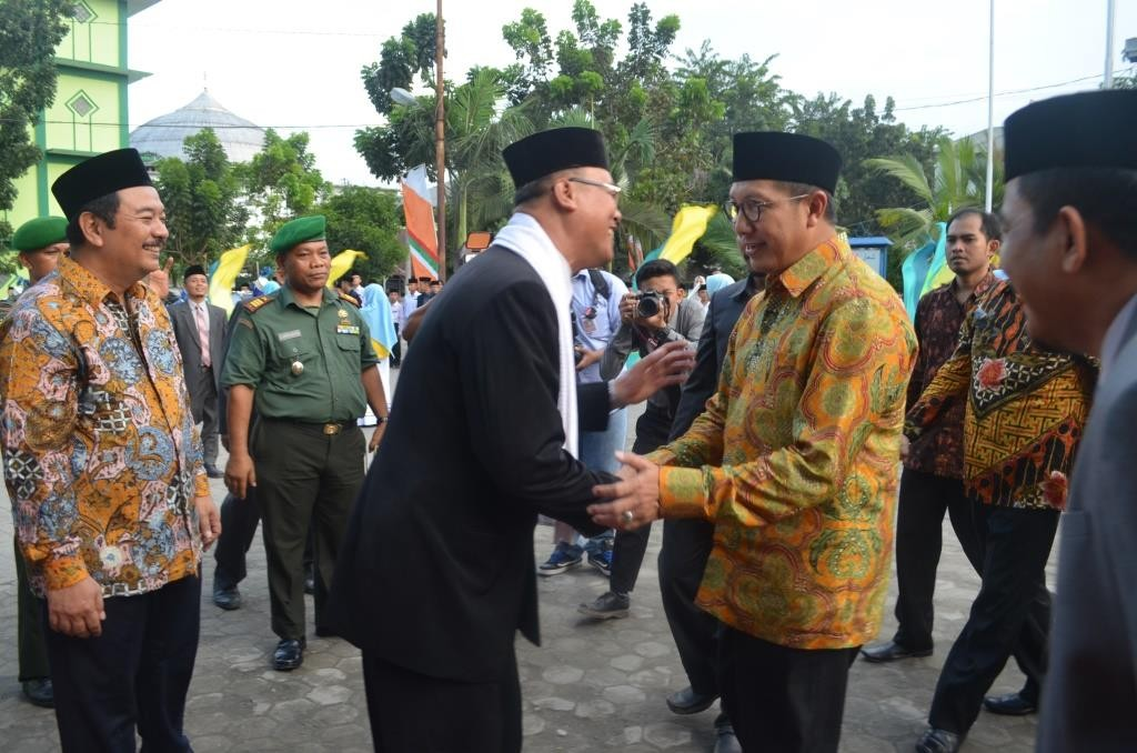 Penyambutan menteri agama bapak Lukman Hakim Saifuddin oleh Direktur, dan Pimpinan Pesantren Ar-Raudlatul Hasanah