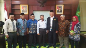 Direktur, Pimpinan, Badan Wakaf dan Pengaju Pendirian STIT bersama Direktur Jenderal Pendidikan Islam Prof. Dr. H. Amsal Bakhtiar, MA