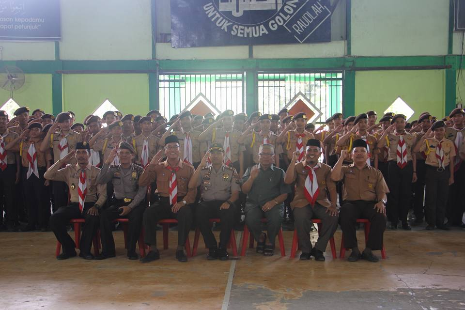 Fose Wakapolres, Pimpinan Pesantren, Direktur beserta jajarannya bersama peserta PERKAJUM di gedung Serba Guna Pesantren Ar-Raudlatul Hasanah