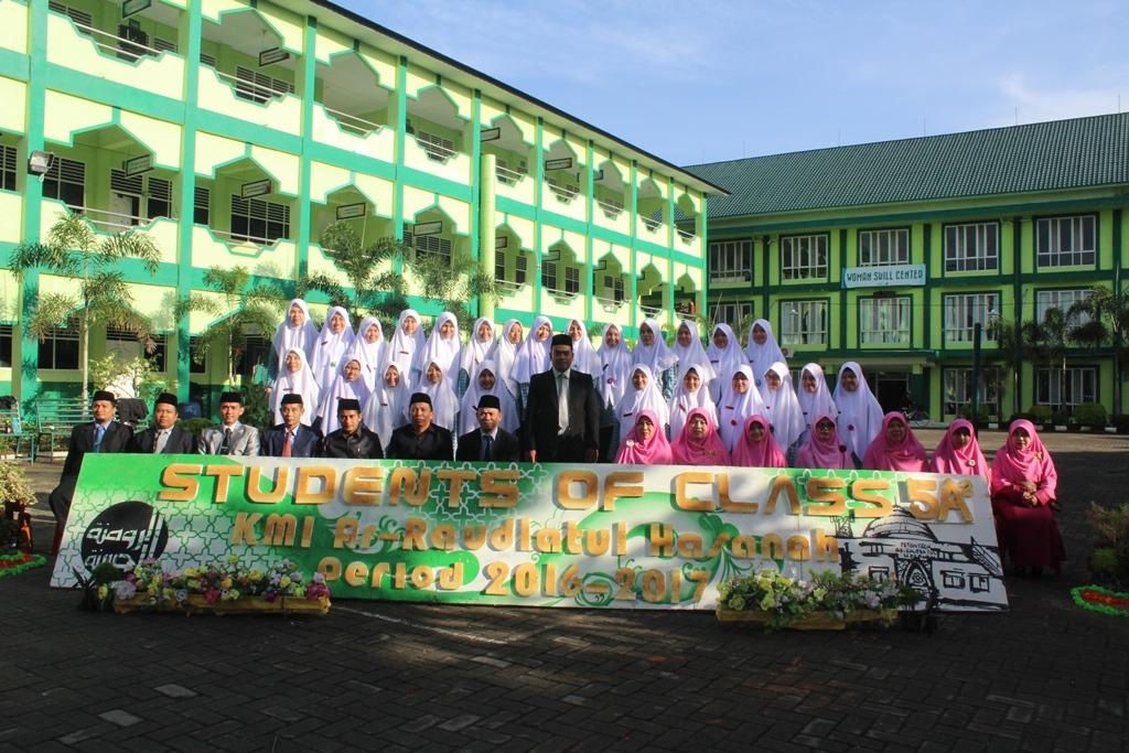 Perfotoan Kelas Santirwati  Pesantren Ar-Raudlatul Hasanah