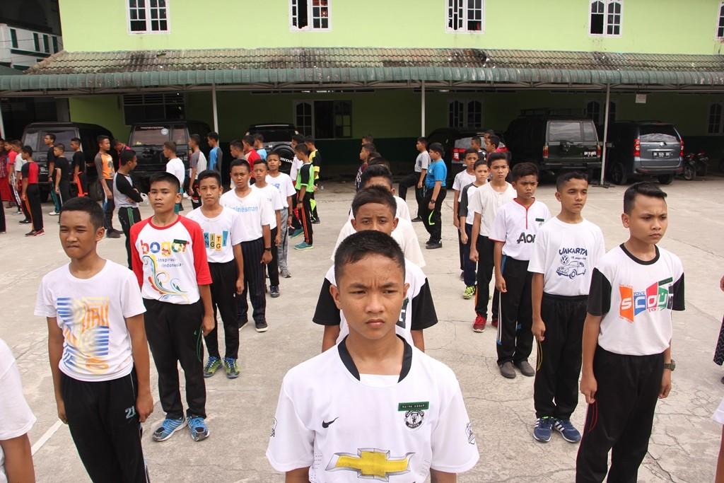 Suasana Latihan LKBB Konsulat  Di Depan Masjid Pesantren Ar-Raudlatul Hasanah