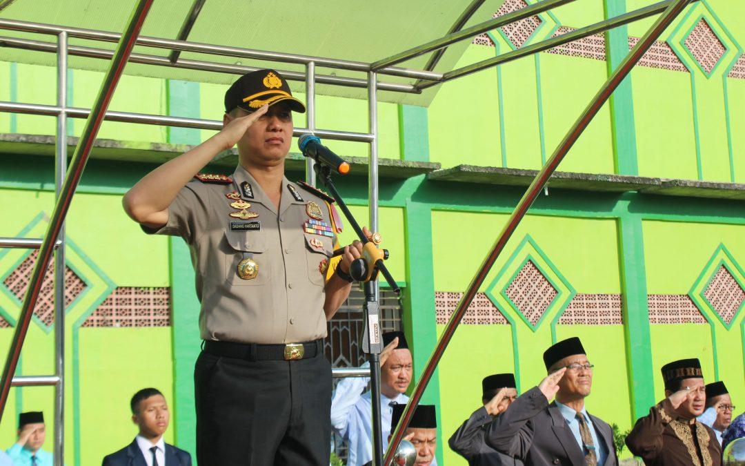 Kapolrestabes Medan Menjadi Inspektur Upacara di Ar-Raudlatul Hasanah